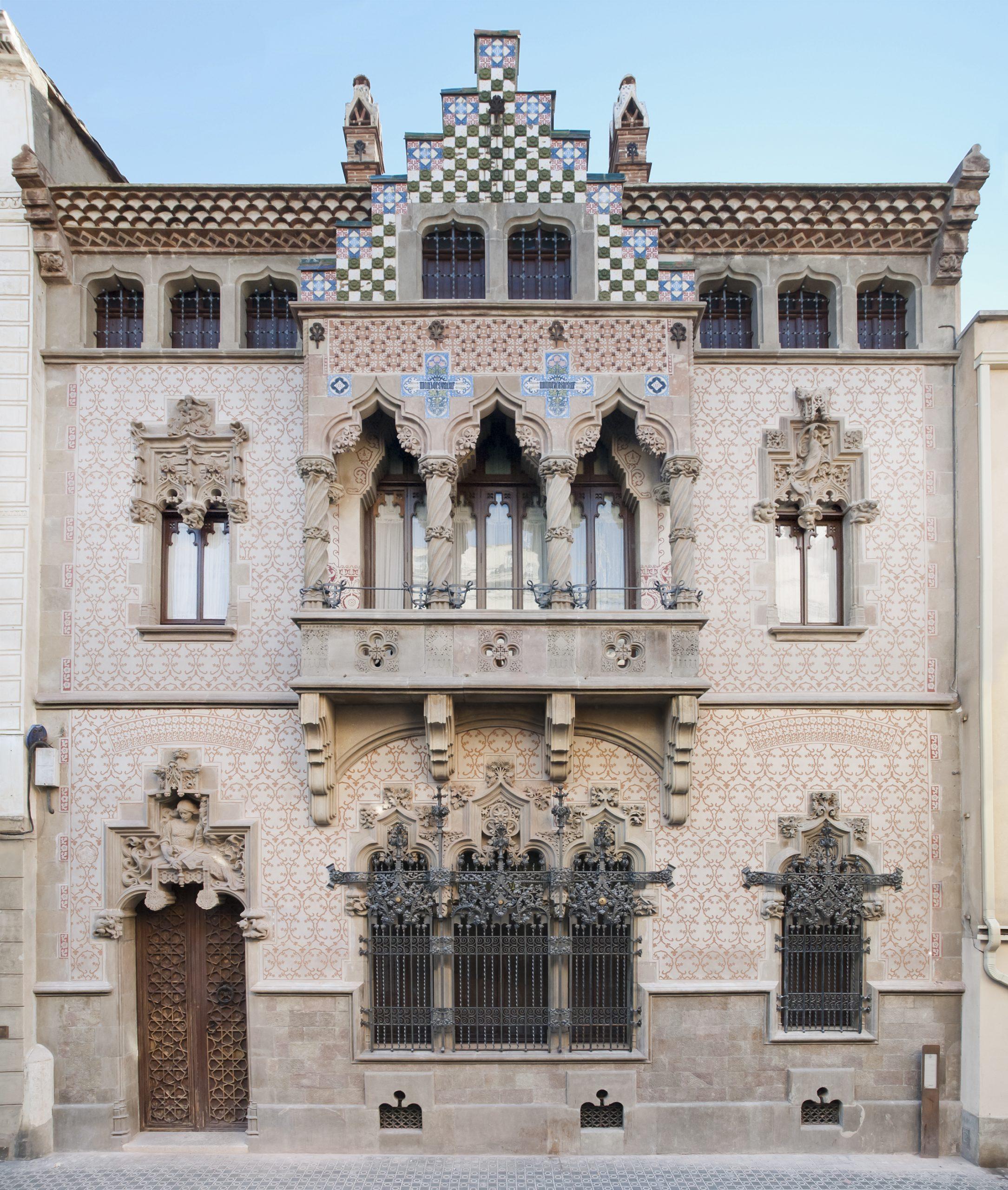 La Fundació Iluro Inaugura La Façana De La Casa Coll I Regàs, I Organitza La Primera Jornada De Portes Obertes