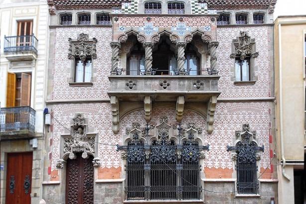 El Tot Mataró: Torna a lluir la façana de la casa Coll i Regàs