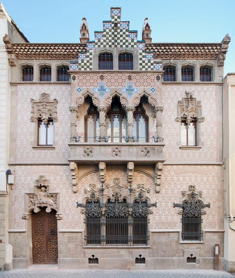 Mataró Ràdio: Inaugurada La Nova Façana De La Casa Coll I Regàs